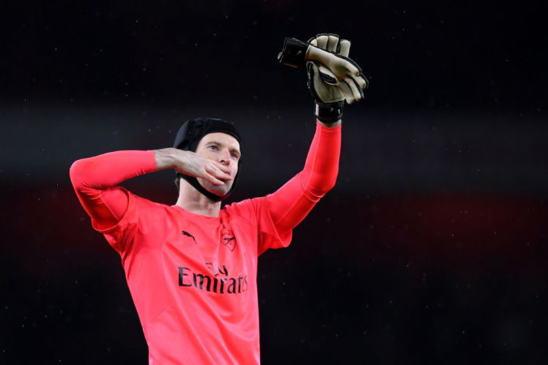 newsfeeds24,Troy Deeney,goalkeeper,3-0 victory,Whatford,Chelsea,Arsenal,English Premier League,200 clean sheets,Petr Cech,