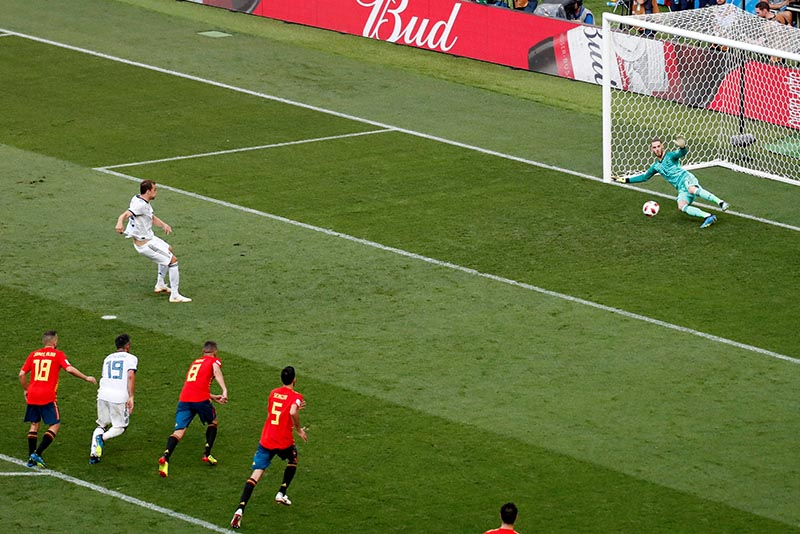 Russia eliminates Spain in the football World Cup 1