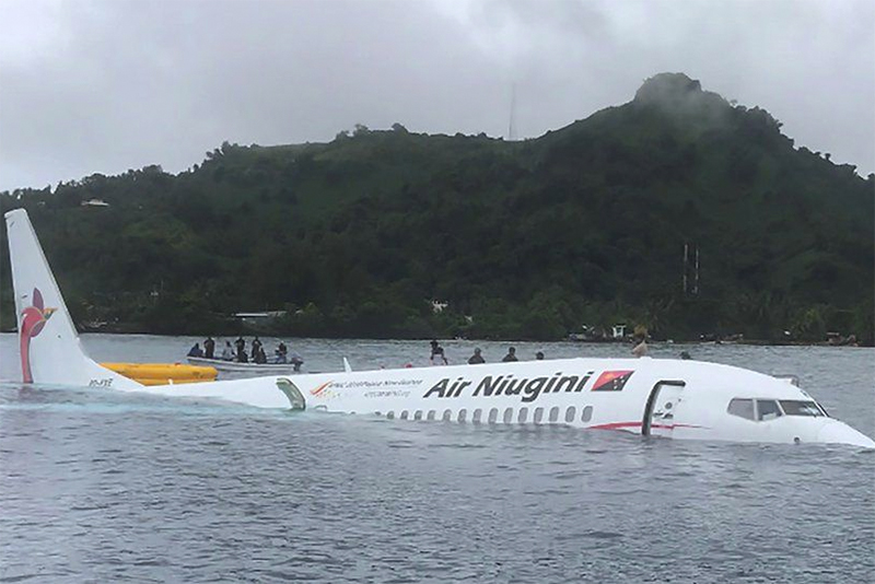 Air Niugini plane lands in Micronesia lagoon,news,