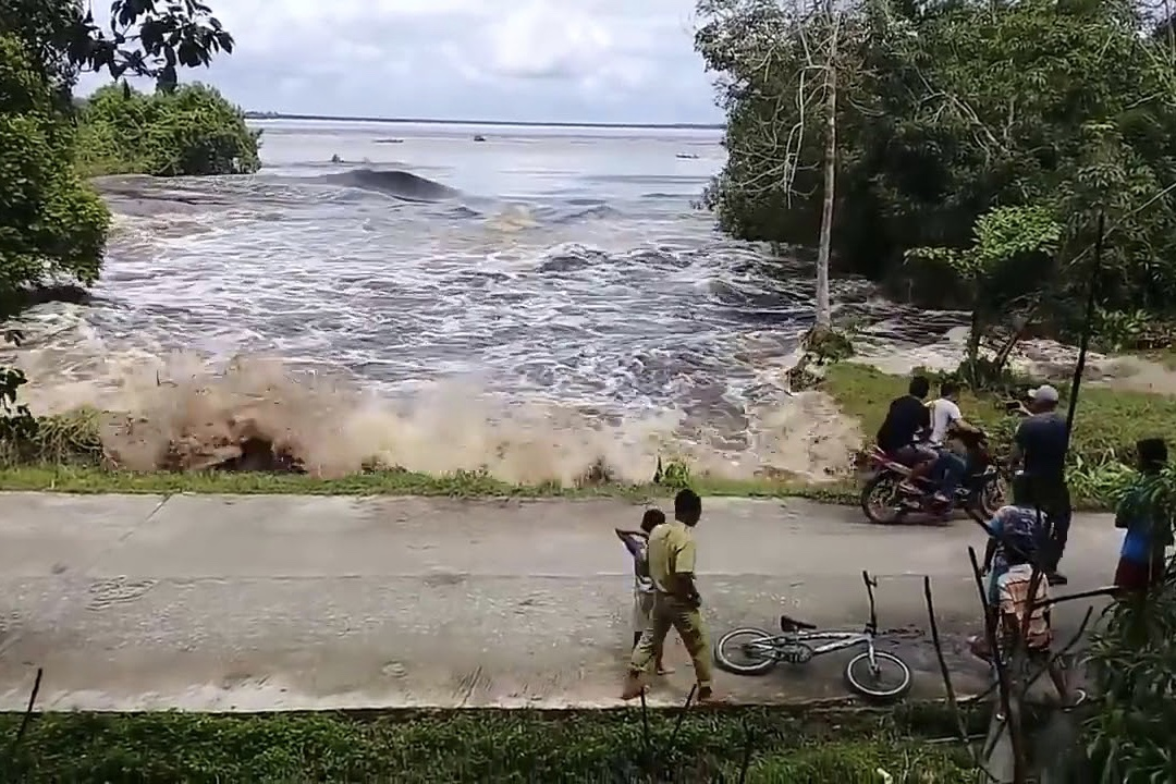 Indonesian Tsunami Struck After Warning Lifted