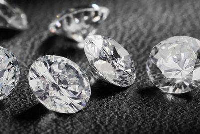 Man Gets Saved By The Police In A Fake Diamond Scam