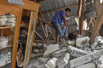 Video: Parts of Indonesia destroyed after 7.0 magnitude earthquake