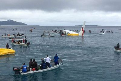 Air Niugini plane lands in Micronesia lagoon