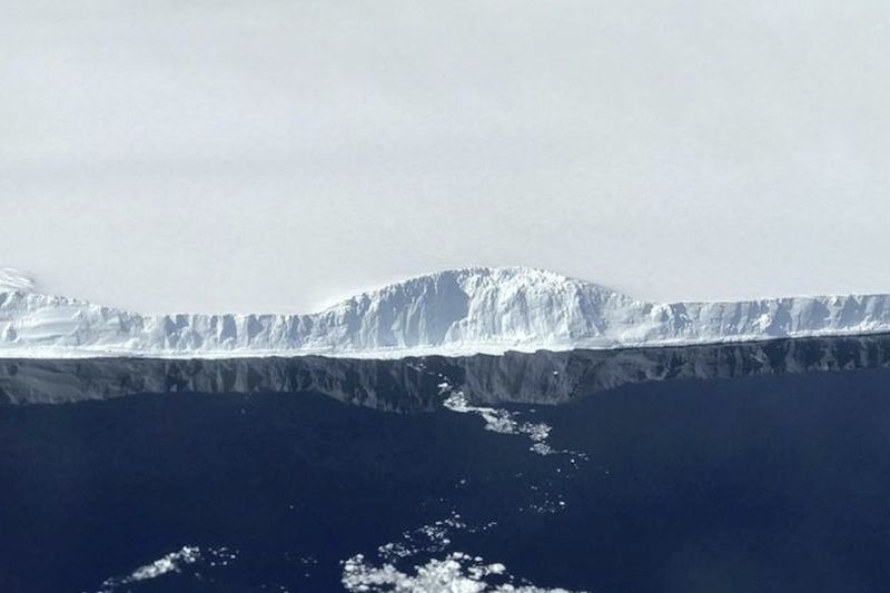 The First Aerial Photos Of The Massive New Antarctic Iceberg. It Is Breathtaking! 1