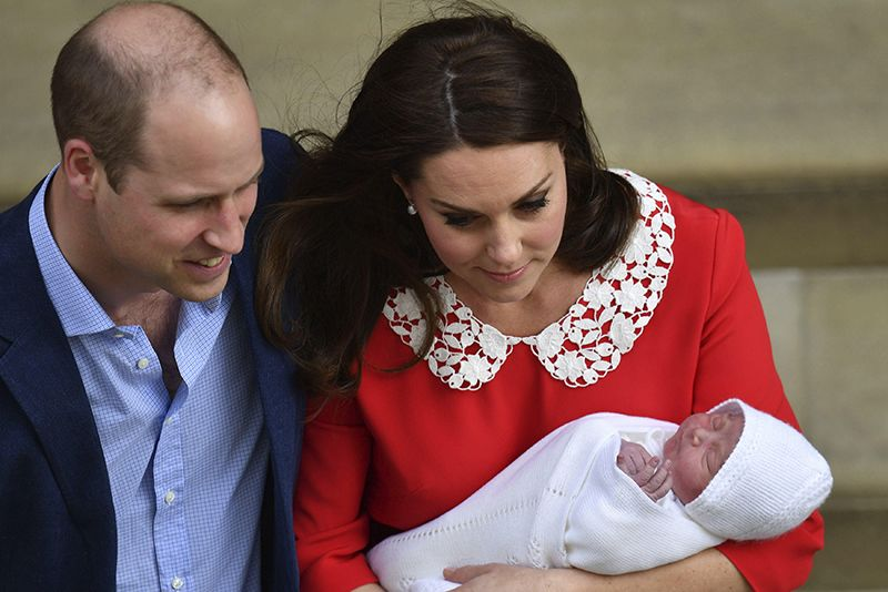 Video: The World Welcomes A New Royal Prince Into The House Of Windsor 1
