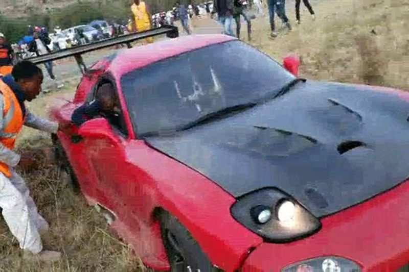 Golf R vs Mazda RX7 Collides With Spectator In Illegal Drag Race In South Africa 1